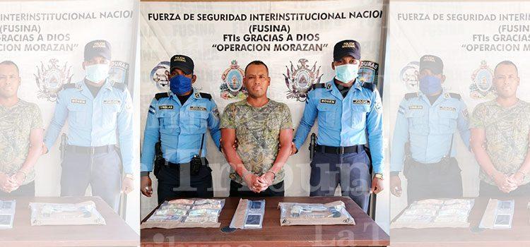 Detienen a hombre en posesión de arma y dinero en Puerto Lempira
