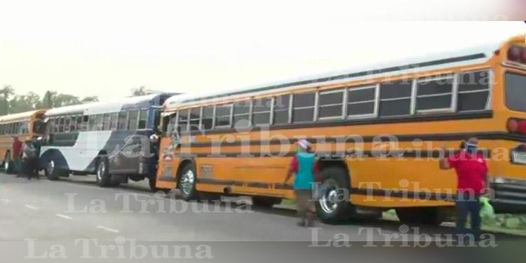 Transportistas protestan ante la falta de trabajo e ingresos durante la pandemia