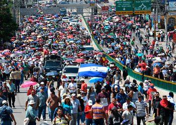 """Trabajadores de Honduras exigen en su día alto a """"la monstruosa"""" corrupción"""