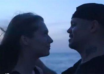 """Residente junta 113 besos en su nuevo tema """"Antes que el mundo se acabe"""", entre ellos Honduras (Video)"""