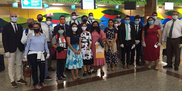 Retornan 14 compatriotas de Dominicana