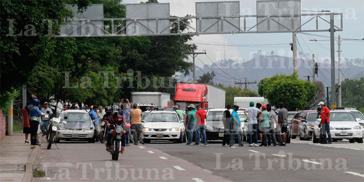 Seis detenidos deja protesta de taxistas en la capital