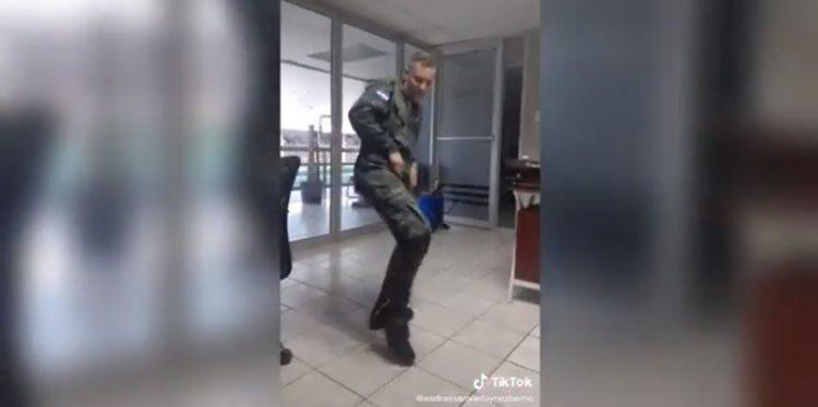 """Prohíben a militares grabar videos en la red social de """"Tik Tok"""""""