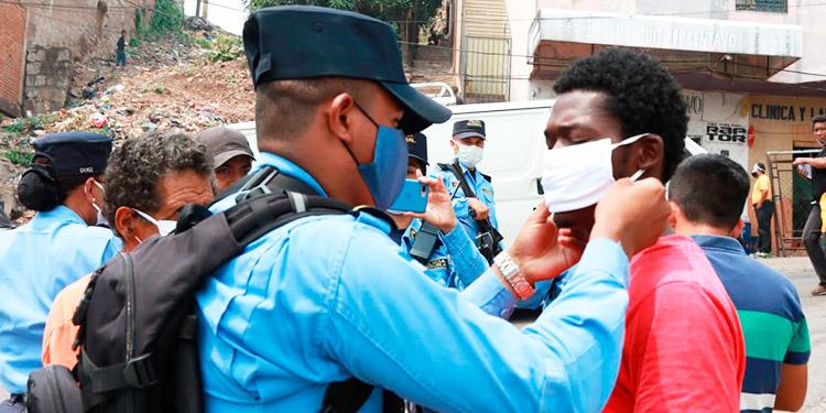 Más de 10 mil mascarillas son entregadas por la Policía en la capital