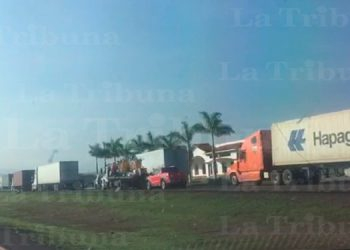 Transporte de carga se paraliza ante protestas y bloqueos en fronteras (Video)