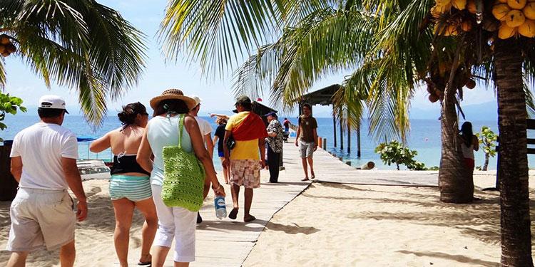 Amplían seis meses suspensión de empleos en el turismo