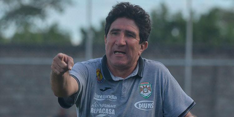 Héctor Vargas: Existen estadios sin puertas en los baños, nos cubrimos con cartón