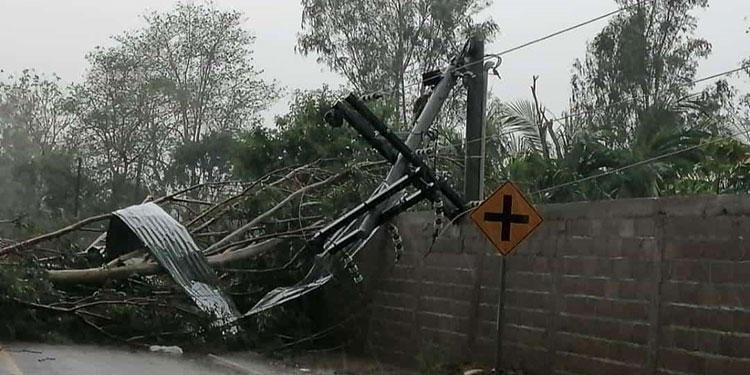 Vendaval deja destrozos en Choluteca