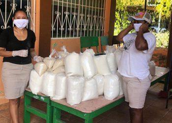 Reciben con alegría alimento escolar para 381000 niños indígenas