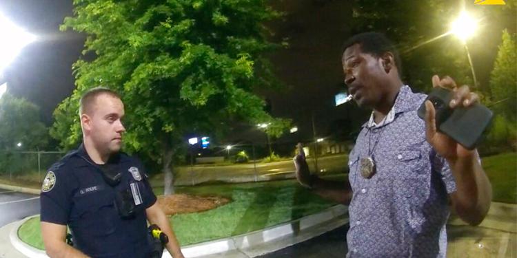 Arrestan al policía que mató a un joven negro en Atlanta