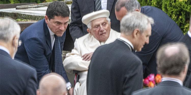 Vaticano.- Benedicto XVI celebra una misa con su hermano Georg en Alemania