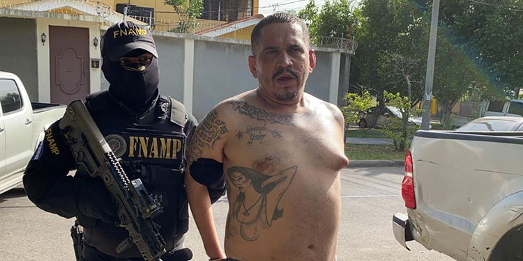 """Carlos Amílcar Zúniga Martínez, alias """"El Lento"""" o """"Koky-HDLS"""", con 16 años de ser miembro activo de la """"mara 18"""", fue finalmente capturado el fin de semana pasado."""
