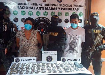 Un hombre y una mujer, parientes entre sí, fueron detenidos en un barrio de la ciudad de Choluteca.