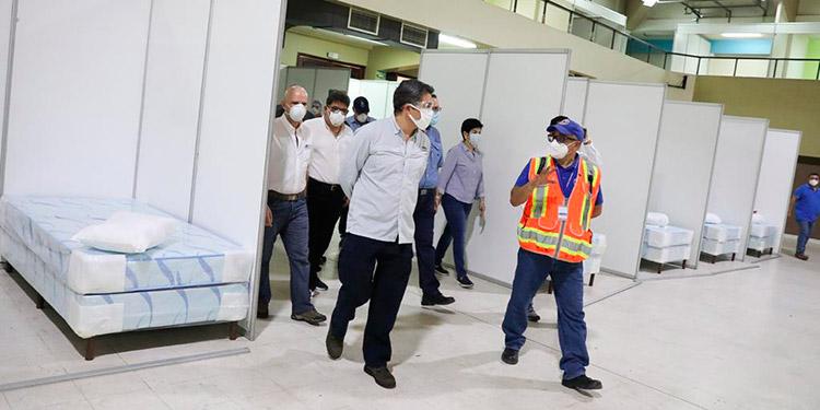 El viceministro de Salud, Roberto Cosenza, visitó las instalaciones de Expocentro, donde a partir del lunes funcionará el segundo triaje en San Pedro Sula.