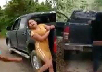 Narcos aplican severo castigo a dos mujeres por no avisar de operativo (Video)