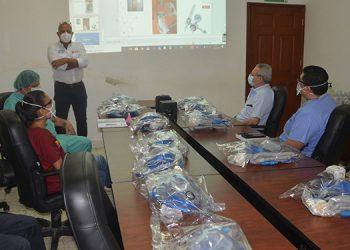 Entrega simbólica de los sistemas de oxígeno por Fundesur al Hospital General del Sur.