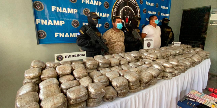 Decomisan fuerte carga de marihuana en Yoro escondida en rastra