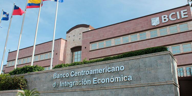 El BCIE aumenta a 130 millones de dólares el crédito a Ficohsa de Honduras