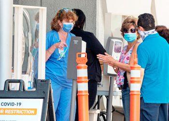 Florida supera los 100000 casos de COVID-19 con poca o nula respuesta de las autoridades