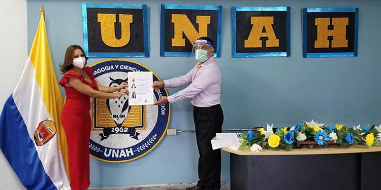 Los graduandos recibieron sus títulos en una ceremonia sencilla dentro de las instalaciones del CRAED-Siguatepeque.