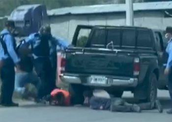 Policía investiga golpiza a manifestantes en SPS (Video)
