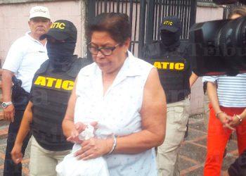Dictan cárcel por 1,042 años a exfuncionaria de Salud por caso de becas