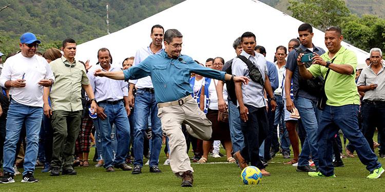 Chedrani afirmó que hay mucho interés del Presidente Hernández para que vuelvan los deportes.