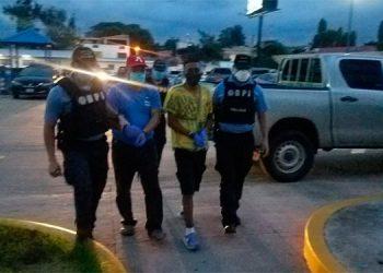 Detenidos mareros con coca uniformes militares y un arma