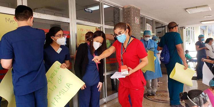 Médicos del HEU exigen reunión con autoridades