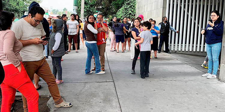 Reducen previsión de olas en alerta de tsunami por terremoto en México