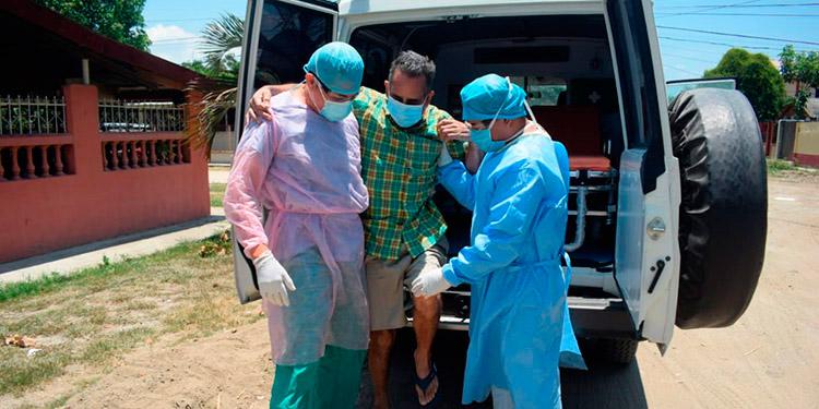 Orlando Escoto ya se recupera después de haber sido el primer periodista contagiado de COVID-19.