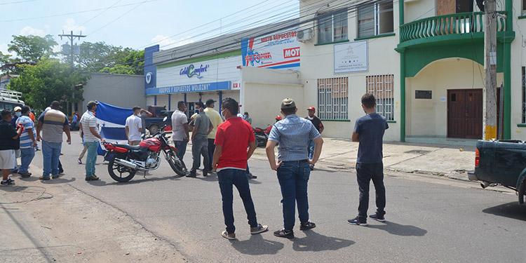 """Dueños y operarios de """"buses"""" piden trabajar"""