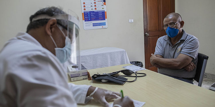 Polémica por despido de médicos en Nicaragua