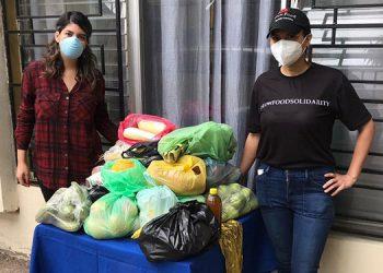 La entrega de alimentos ha sido posible gracias a donaciones de personas que apoyan este movimiento.