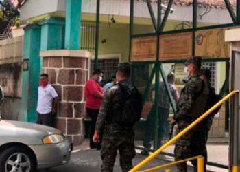 """Hospital El Tórax está al """"tope"""" de pacientes con sospechas de COVID-19"""