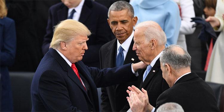 Trump saluda a Joe Biden, Obama oberva