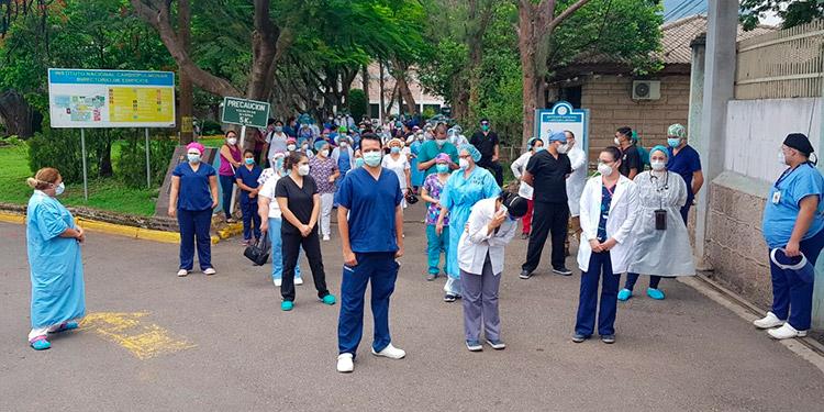 En Hospital del Tórax 151 médicos de Código Verde ponen el pecho para salvar vidas