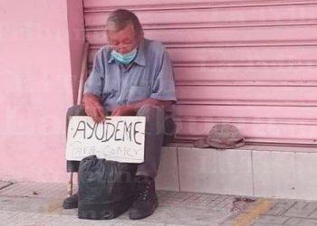 Anciano clama por alimentos en las calles de SPS
