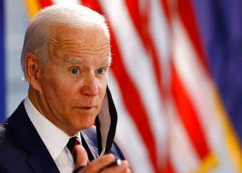 Exsecretario del ejército respalda a Biden para presidente