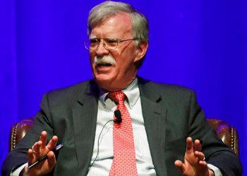 Trump demanda para postergar publicación del libro de Bolton