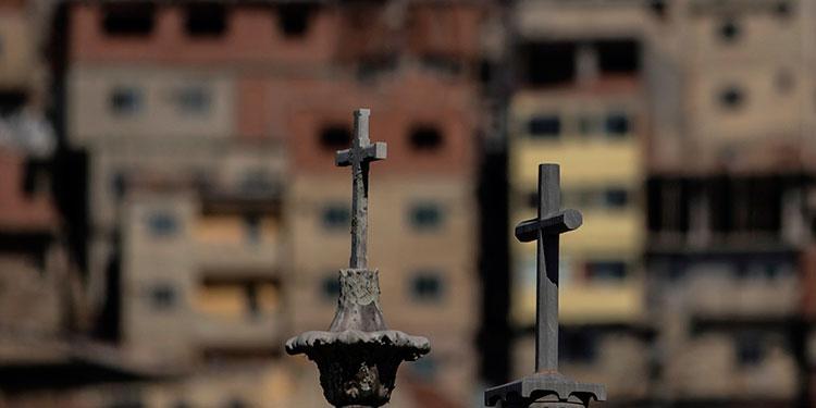 Brasil llega a 41828 muertos y ya es segundo país con más víctimas de COVID