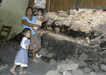 Las familias que desean volver a sus hogares pueden correr un alto riesgo debido a que la zona se encuentra inestable.