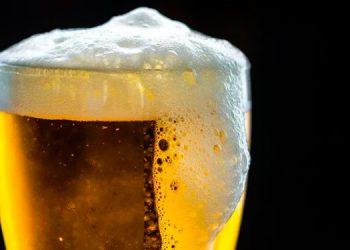 Seis personas mueren y otras quedan ciegas al tomar cerveza casera
