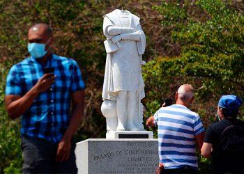 Decapitan una estatua de Cristóbal Colón en Boston