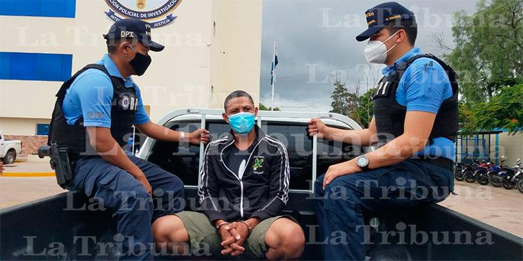 Detienen a presunto pandillero de la 18 en posesión de droga en la capital