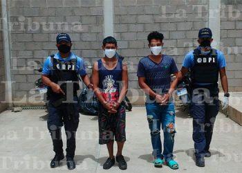 """Capturan a dos integrantes de banda delictiva """"Los Cachi"""" en Olancho"""