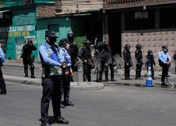 Unas 30 mil personas han sido detenidas por violentar el toque de queda establecido por el gobierno.
