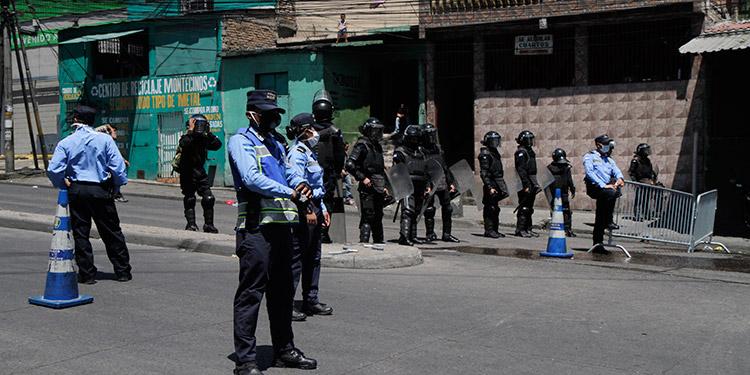 Policía reporta 30 mil detenidos por violentar toque de queda