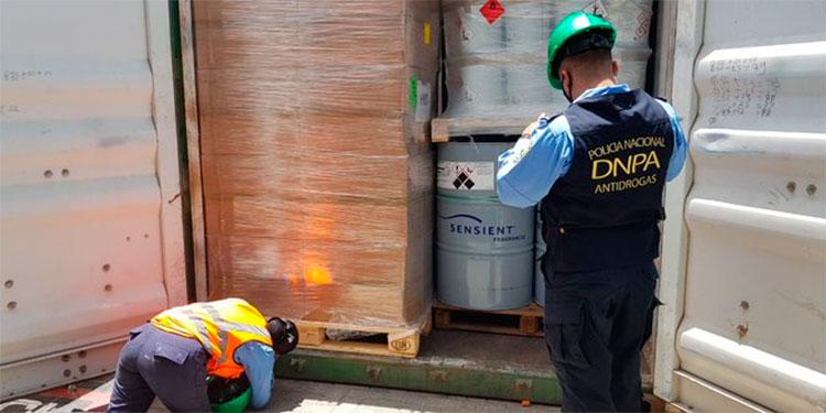 Decomisan 640 barriles de ácido clorhídrico en Puerto Cortés