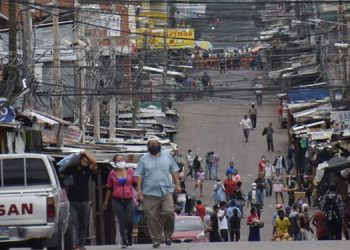 "CCIT: Comercio informal echó a perder apertura ""inteligente"""
